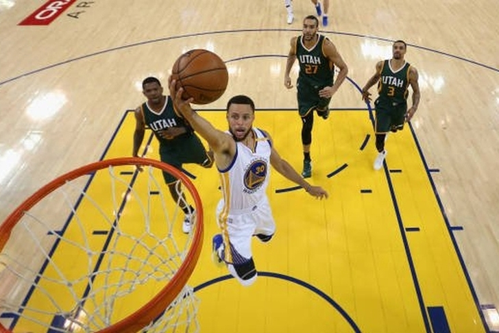 Green shows range, leads Warriors past Jazz for 2-0 lead