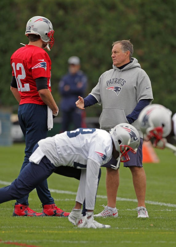 Brady, Pats await future of the league in Chiefs