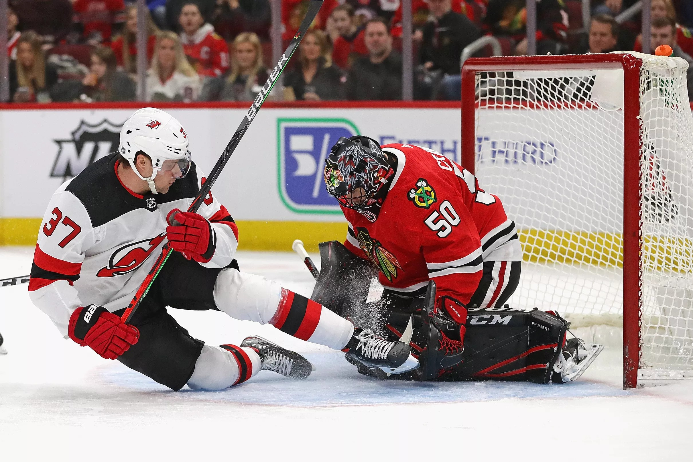 Former Blackhawks Goaltender Corey Crawford Signs 2 Year 7 8 Million Contract With Devils