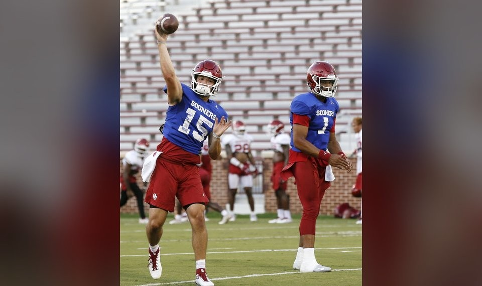 OU football: Jalen Hurts beats out Tanner Mordecai in ...
