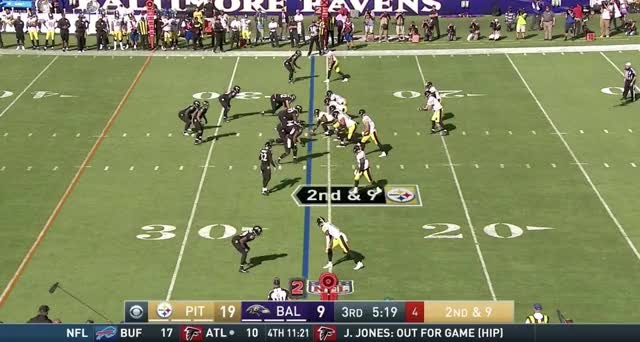 Ravens OLB Za'Darius Smith fined for his roughing the