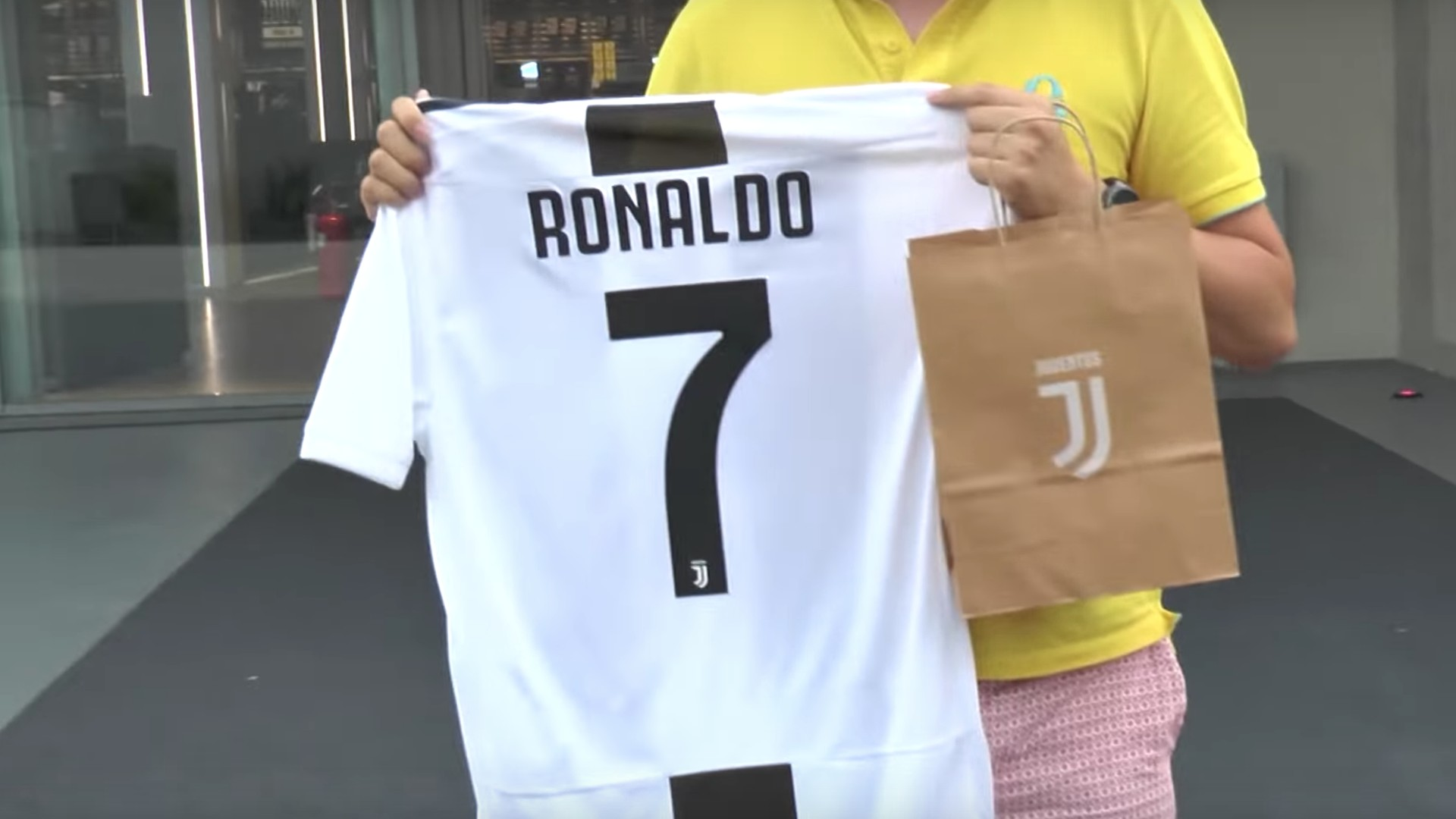 sports shoes 4d4e5 15eb7 How much is Cristiano Ronaldo's Juventus shirt, jersey & kit?