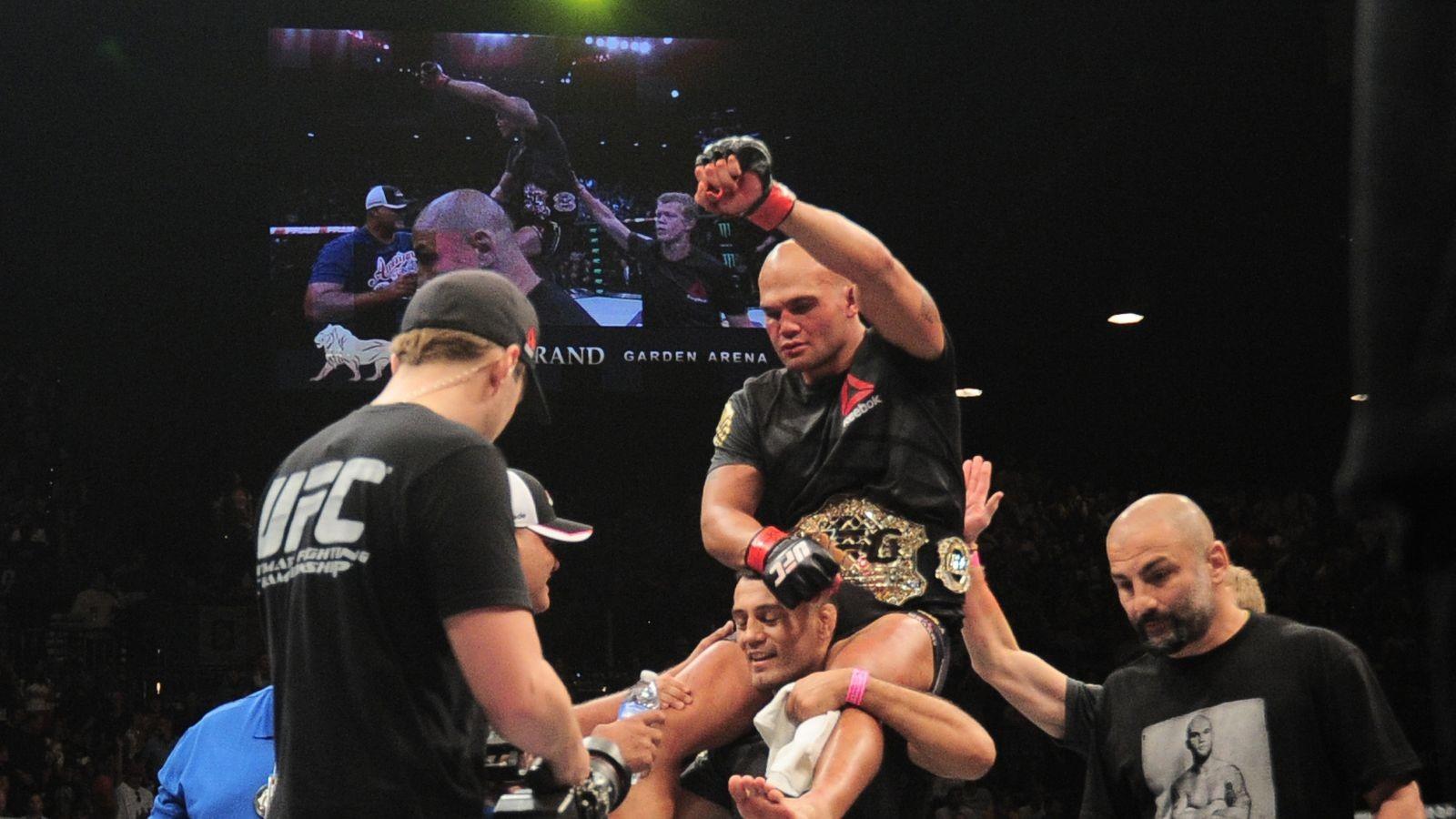 UFC 195: Robbie Lawler vs Carlos Condit ...