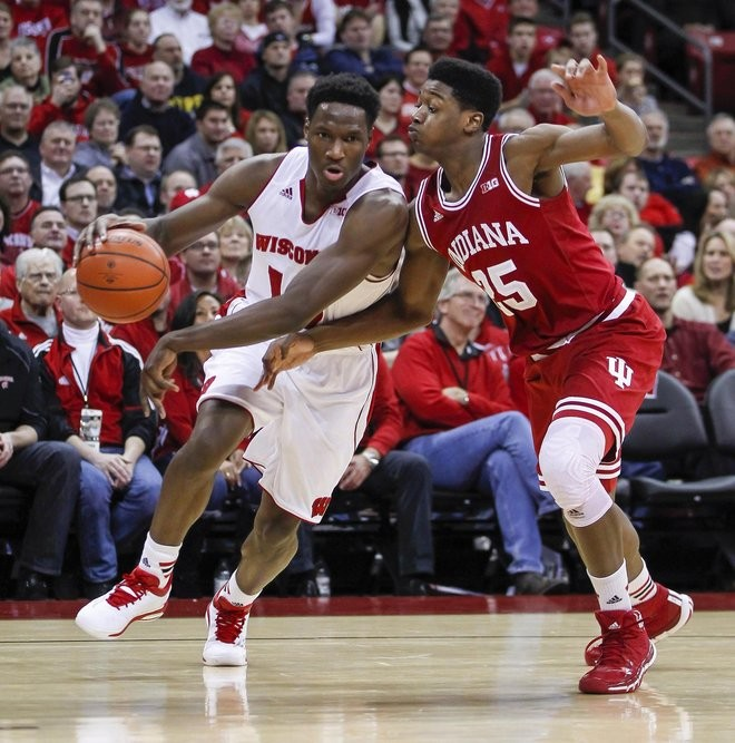 Badgers Struggle Offensively In Another Big Ten Loss