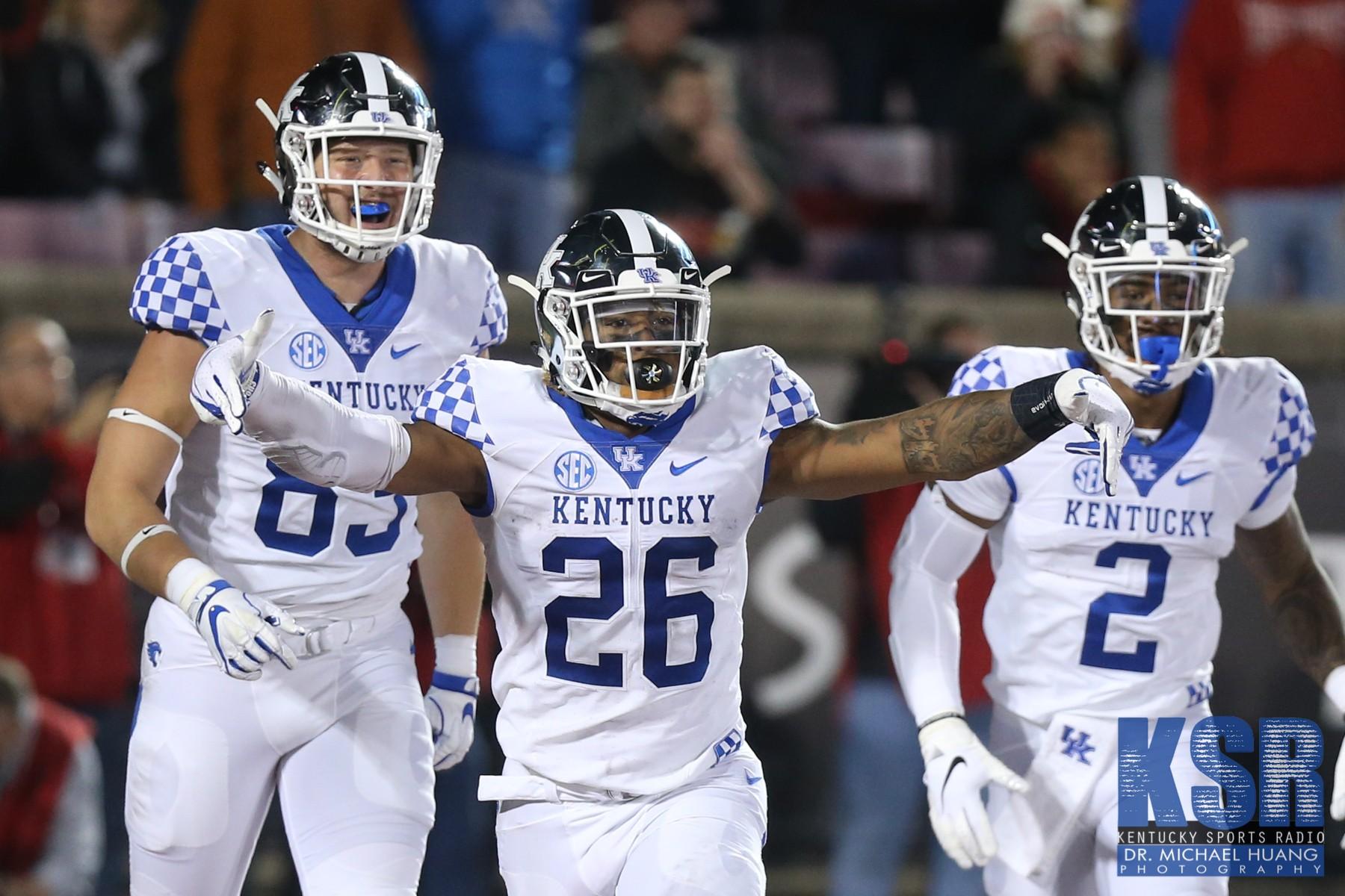Kentucky will wear chrome helmets against Penn State