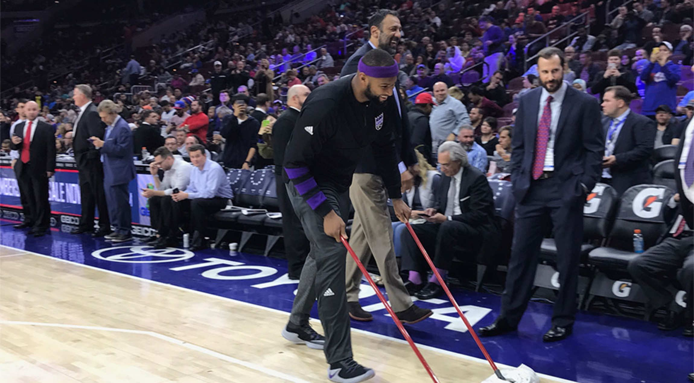 Boogie Mops Wet Court In Philly