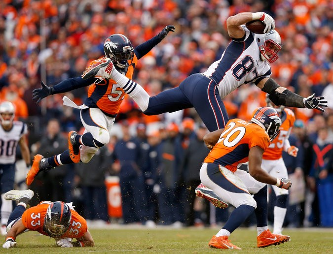 Broncos' Defense Keeps Patriots Off Rhythm