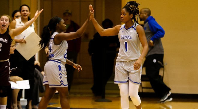 Women's basketball dominates on the road, improves to 9-1