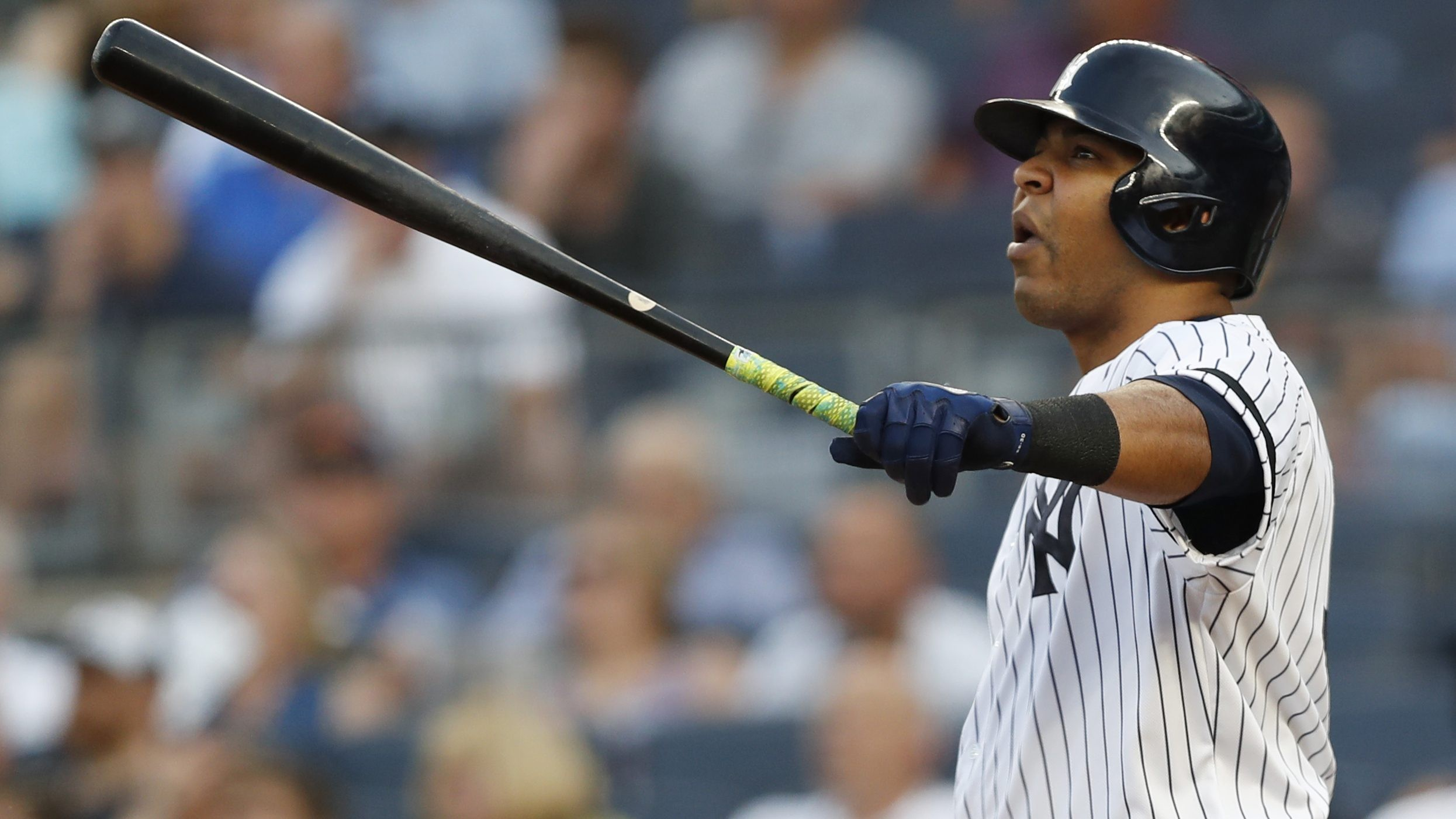 New York Yankees: Edwin Encarnacion hits 408th HR, passes Duke