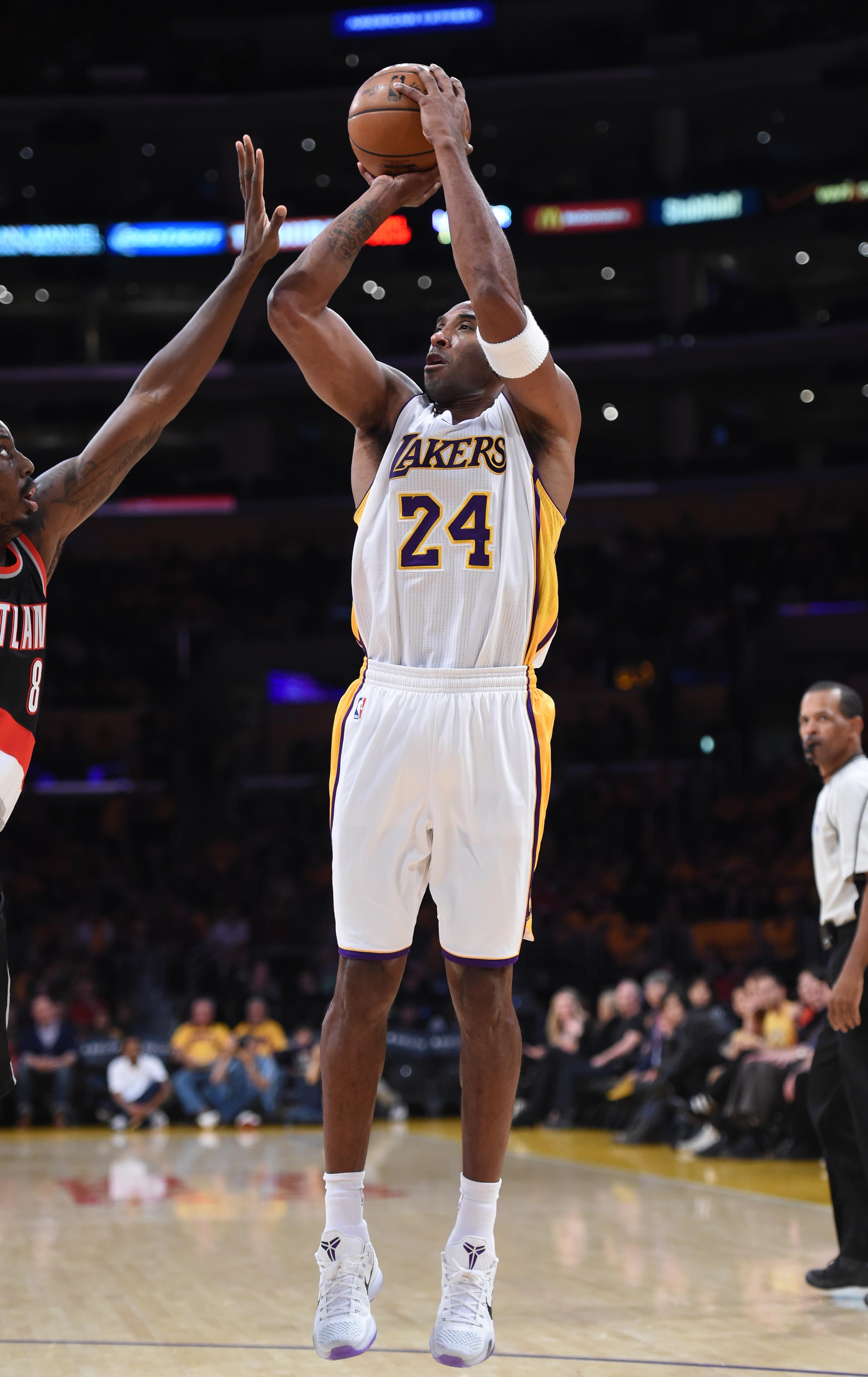 voting large  NBA leads Bryant Kobe star All-Star by Lakers