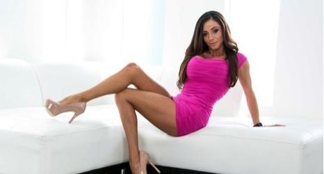 nude brazilian girl having sex