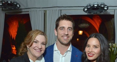 aaron rodgers and olivia munn at young hollywood rh chatsports com