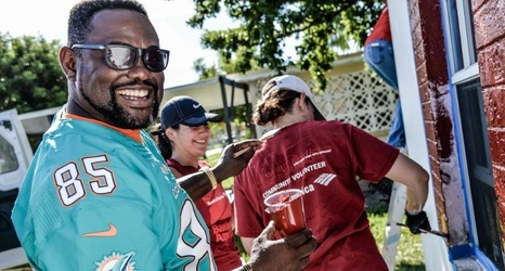 PRESS RELEASE  Miami Dolphins and Bank of America Partner on Veterans Day  to Repair Retired Service Member s Home b9077ba26