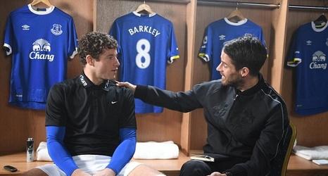 separation shoes 0da5d c1f54 Everton midfielder Ross Barkley talks with Sportsmail's ...