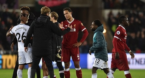 Jamie Carragher says it is  absolute nonsense  that Virgil Van Dijk will  fix Liverpool s defence as Slaven Bilic insists they will be in  trouble   if they ... 1361992c1
