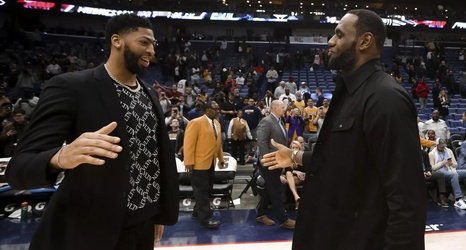 Woj: Lakers are 'leader in the clubhouse' to trade for