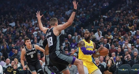 1fab77445 Lakers News  LeBron James Suffered From  Slight Headache  As Result Of Smoke  Filling Kings  Golden 1 Center