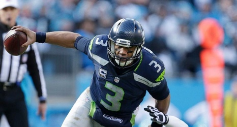 33320e01 Seahawks' Russell Wilson holds off Patriots' Tom Brady in ...