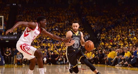 aa82e7f48af0 Video  Stephen Curry Dislocates Finger in Warriors vs. Rockets Game 2