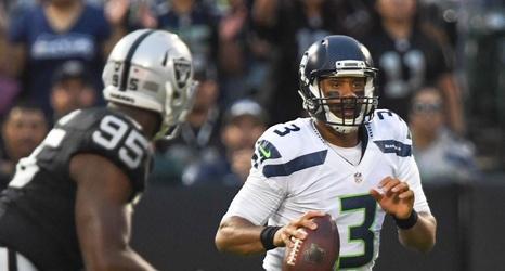 seahawks raiders final score defensive td helps seattle finish 3 1