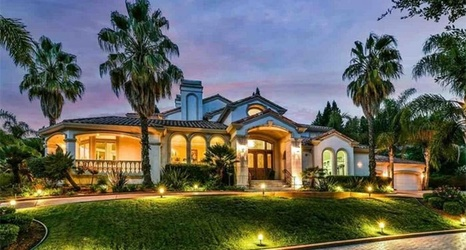 Photos: NFL great and former San Francisco 49er selling