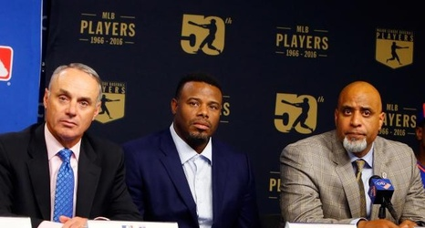 68da6ad898 Ken Griffey Jr.: MLB Relying on 'The Kid' to Make Baseball Cool for Kids  Again