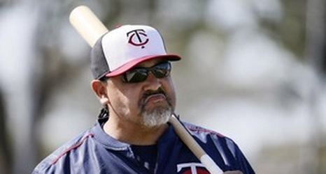 Twins Terrify Bullpen Coach Eddie Guardado With Air Horn Prank In Locker Room