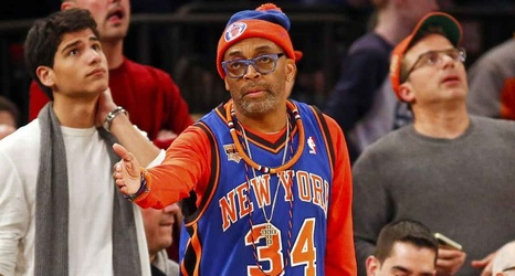 8740b5a9b7c Knicks fan sells fanhood for  3