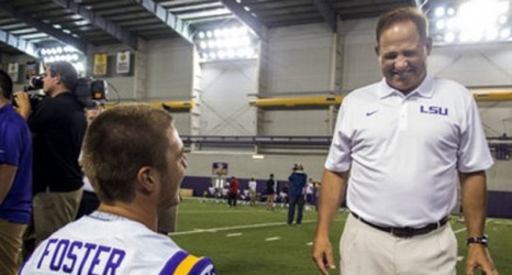 Les Miles Drinks Grass Smoothie In New College Football