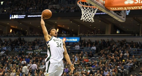 No-call on Giannis Antetokounmpo dunk lifts Bucks over Thunder