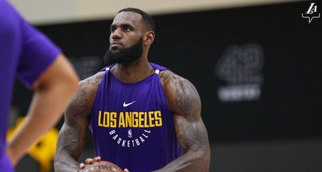 923aa4167c4 LeBron James Looks Freakin' Huge During Lakers Workout