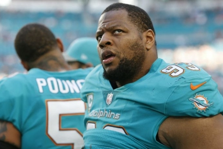 Dolphins C Mike Pouncey reportedly asks for release, expected to be granted