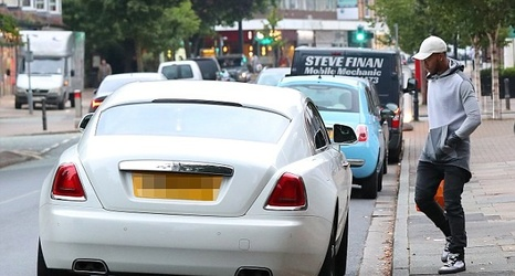 2e2743cc9914 Daniel Sturridge picks up shopping in style as Liverpool striker is spotted  with his £235