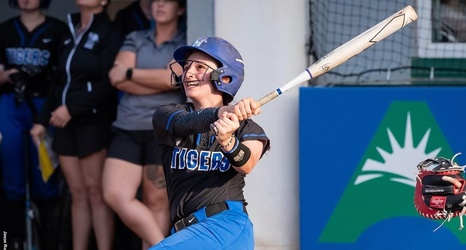 Collective Effort Pushes Softball Past Sam Houston State