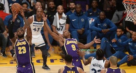 9b7e26e78ea0 Lakers Injury Report  Kyle Kuzma Receives Treatment