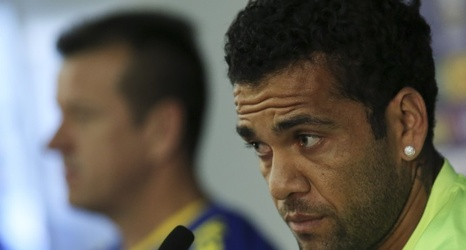 Juventus Dani Alves Alerts Premier League Giants By Revealing Desire To Play In England